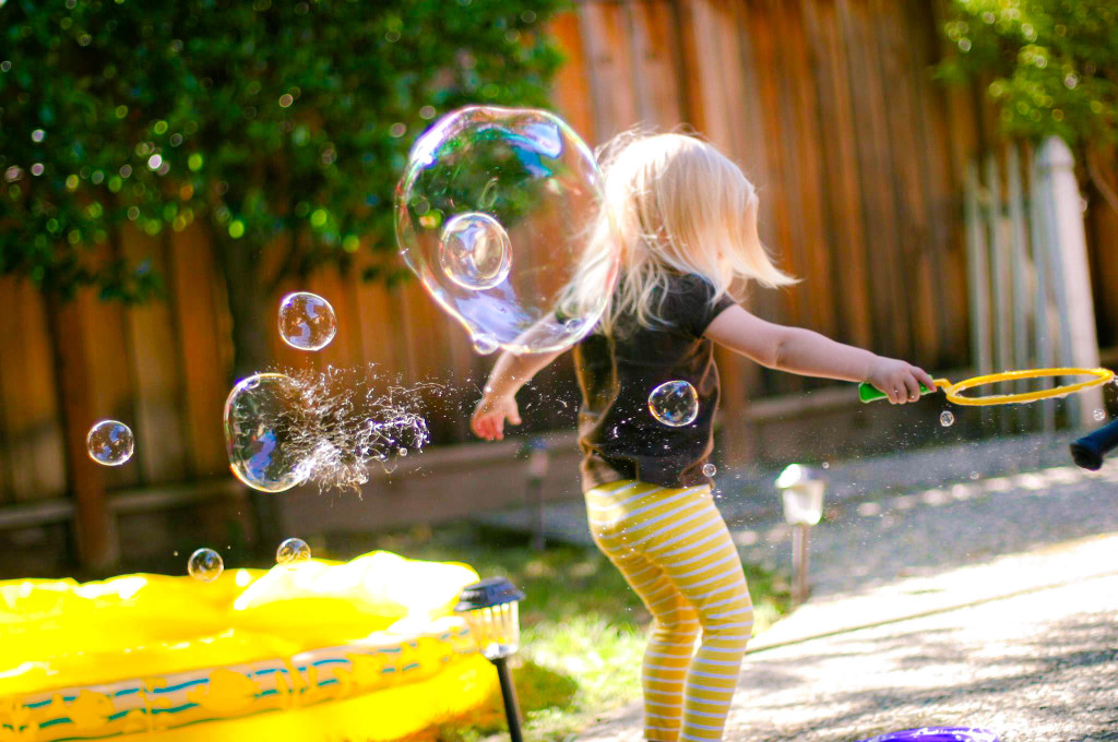 samantha-makes-bubbles
