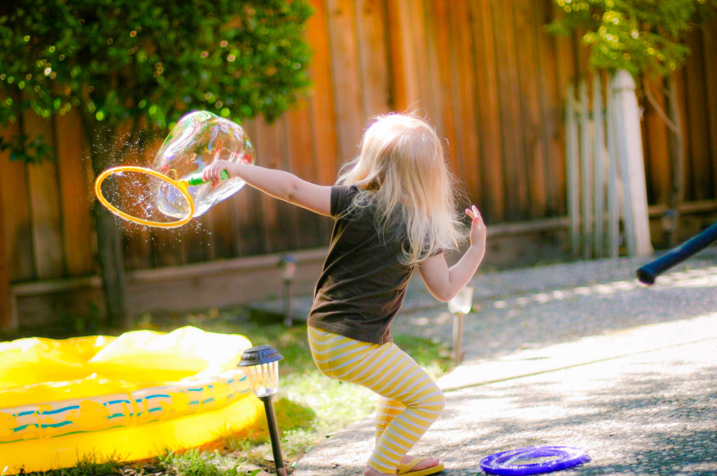 samantha-makes-bubbles-2
