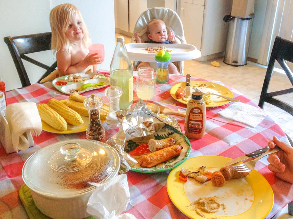kids-waiting-to-eat